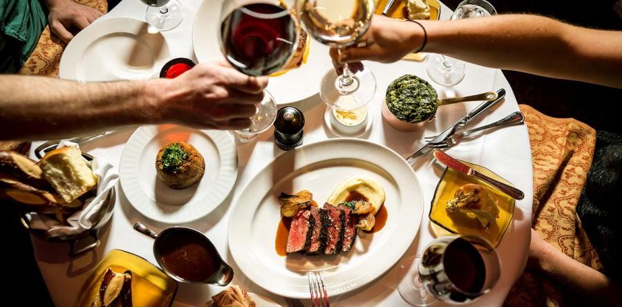 6 cách kết hợp với rượu vang từ khai vị đến tráng miệng để có một bữa tối tuyệt vời