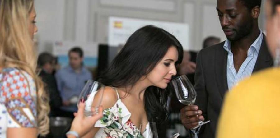Bạn nên đặt mũi cách ly rượu bao xa là phù hợp nhất?