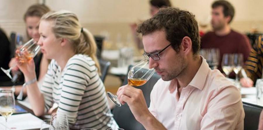 Làm thế nào để chuẩn bị cho một khóa học rượu vang (WSET)