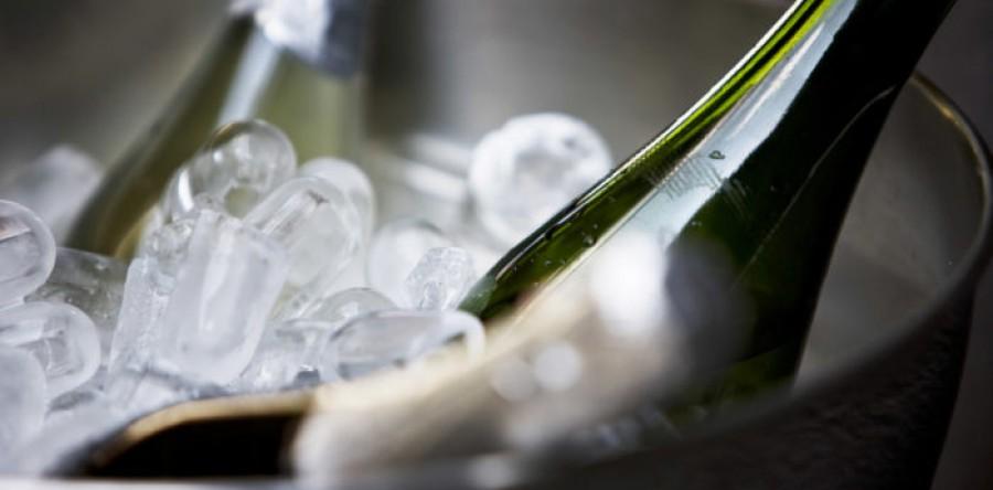 Những điều nên và không nên khi ướp lạnh rượu (THEO LAUREN MOWERY)