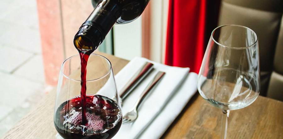 Đừng uống rượu vang trong loại ly không phù hợp!
