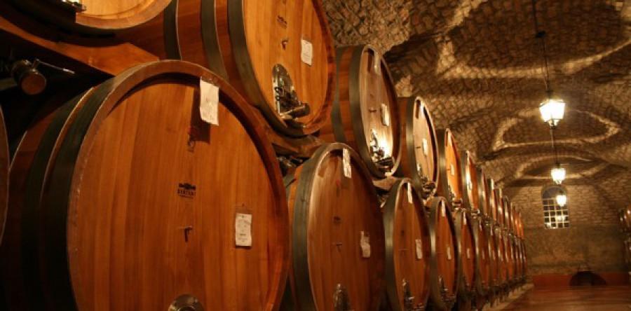 Chuyện ngâm rượu trong thùng gỗ sồi có gì mà quan trọng quá vậy?